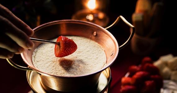 O restaurante Era uma vez um Chalezinho inova mais uma vez e lança Fondue de Leite Ninho para abrir a temporada de inverno 2017 Eventos BaresSP 570x300 imagem