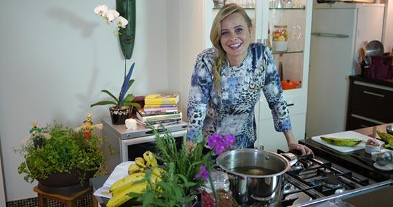 """Convidada para o """"Dinner in the Sky"""", Luiza Hoffmann apresenta cardápio especial  Eventos BaresSP 570x300 imagem"""