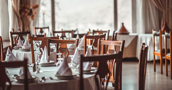Mobiliário, cenário e atendimento no bar e restaurante Eventos BaresSP 570x300 imagem