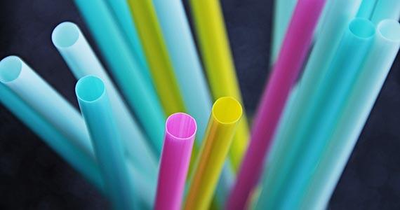 São Paulo proíbe o fornecimento de canudos plásticos em estabelecimentos Eventos BaresSP 570x300 imagem