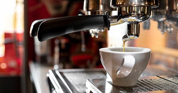 Máquina de café profissional: leia tudo e evite perder dinheiro Eventos BaresSP 570x300 imagem