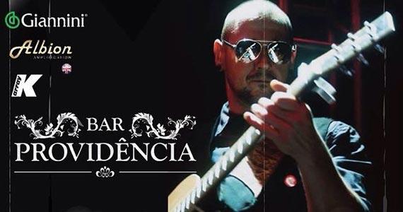 Eventos AgendaAlex Zambrana comanda a noite com muito pop rock no Providência Bar BaresSP