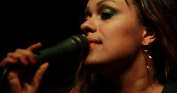 Cantora Shirley Carvalho se apresenta no bar Ao Vivo em Moema Eventos BaresSP 570x300 imagem