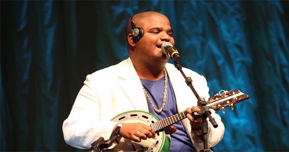 Arlindo Neto canta sucessos do pagode no Vila Seu Justino domingo Eventos BaresSP 570x300 imagem