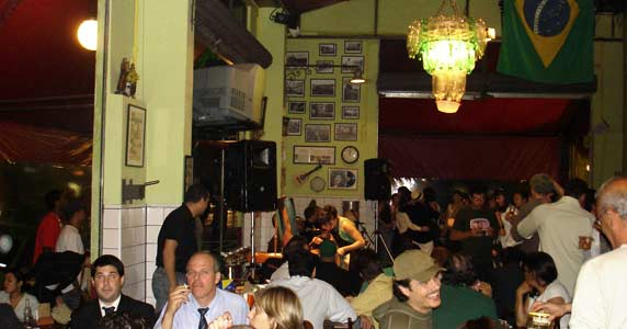 Happy Hour com petiscos, cerveja gelada e MPB e Bossa Nova no Bar do Arnesto BaresSP