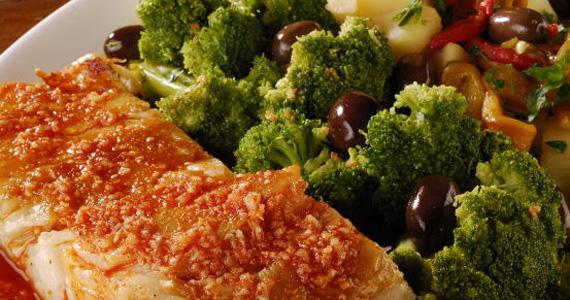 Bacalhau grelhado com carta de vinhos para o almoço no Elidio Bar Eventos BaresSP 570x300 imagem