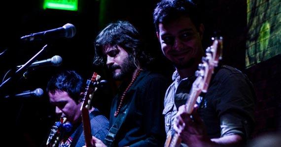 B Music Bar recebe show da Banda Acullia e convidados agitando a terça Eventos BaresSP 570x300 imagem