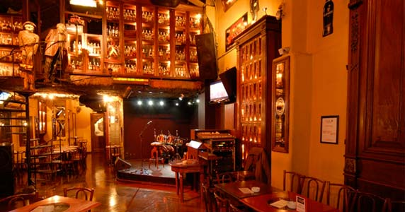 Apresentação da banda Over Man no palco do Bar Charles Eventos BaresSP 570x300 imagem
