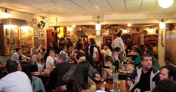 Happy hour com cerveja gelada e tradicionais pratos da culinária nordestina no Bar dos Cornos Eventos BaresSP 570x300 imagem