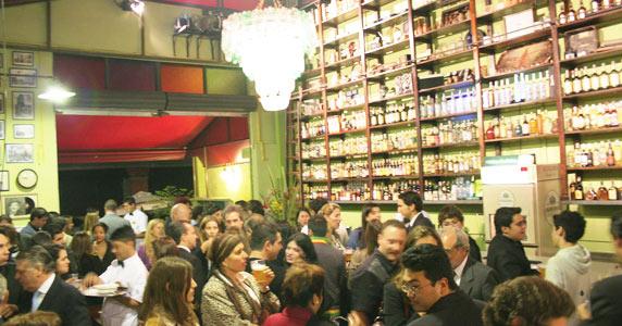 MPB e Bossa Nova ao vivo no Bar do Arnesto, localizado na Vila Olímpia Eventos BaresSP 570x300 imagem