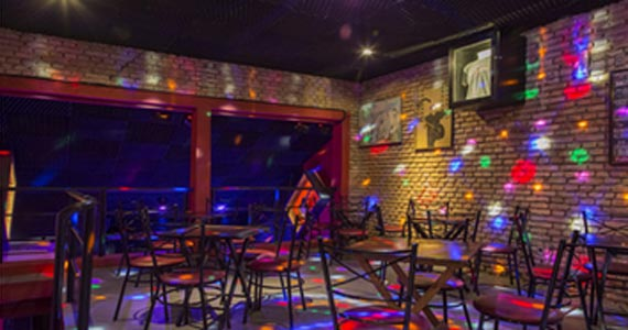 Banda Altafrequencia comanda a noite com pop rock no B Music Bar BaresSP
