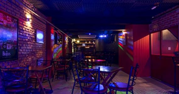 Banda Cosmic Jungle comanda a noite com muito pop rock no B Music Bar BaresSP