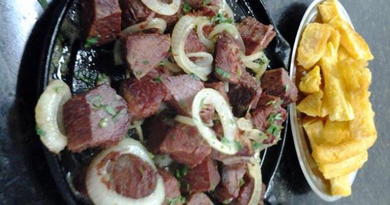 Carne Seca com mandioca é a sugestão de petisco no Elidio Bar Eventos BaresSP 570x300 imagem