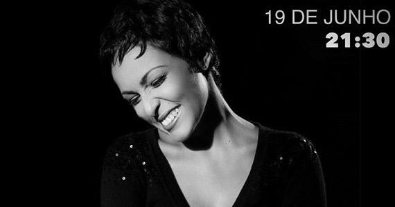 Carol Bezerra se apresenta no palco do Ao Vivo Music  Eventos BaresSP 570x300 imagem