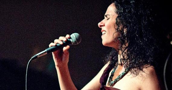 Cristina Campos se apresenta no palco do Ao Vivo Music  na sexta-feira Eventos BaresSP 570x300 imagem