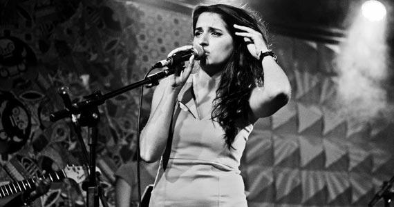 Cantora Duda Brack apresenta show no palco do Tom Jazz Eventos BaresSP 570x300 imagem