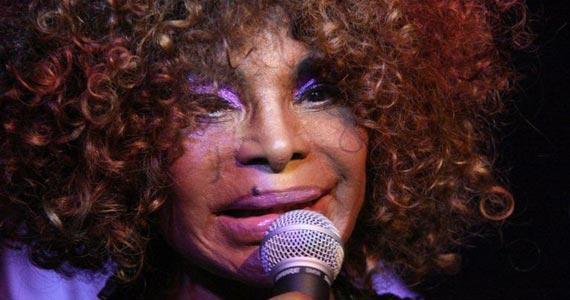 Show da cantora Elza Soares no palco do Sesc Santana Eventos BaresSP 570x300 imagem