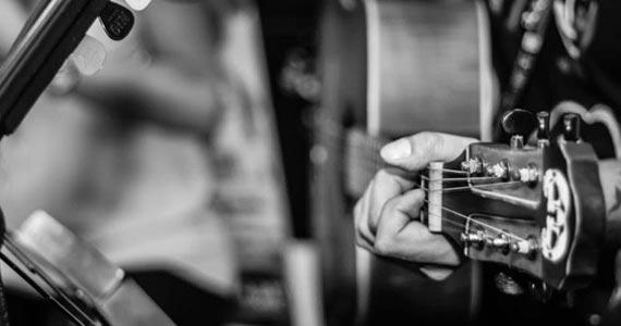 Jogo do Brasil com promoção e música ao vivo com a banda Huma Zona no The Equinox Pub Eventos BaresSP 570x300 imagem