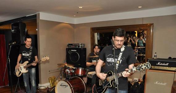 Banda Fonte 72 toca muito Rock'n Roll no palco do London Station Eventos BaresSP 570x300 imagem