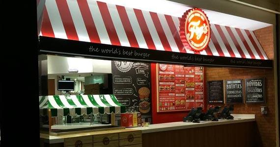 Restaurante Frys comemora o Dia do Bacon com cardápio especial no sábado Eventos BaresSP 570x300 imagem