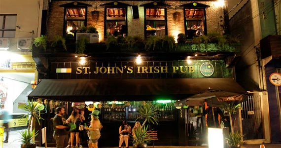 Apresentação da Banda 4 Play no palco do St. John's Irish Pub na sexta Eventos BaresSP 570x300 imagem
