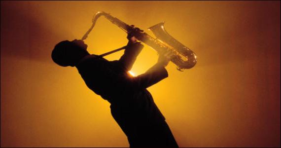Jazz e os melhores sucessos dos anos 50 com o cantor Sílvio Venosa e Big Band no Café Paon Eventos BaresSP 570x300 imagem
