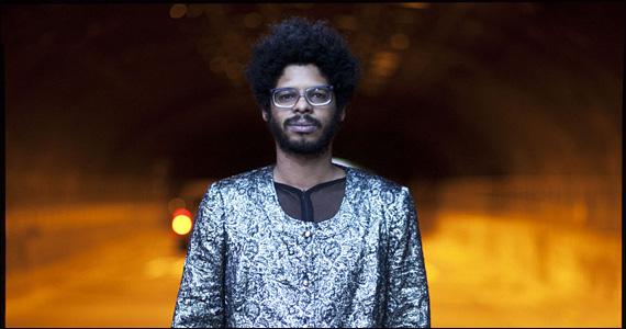 Apresentação do cantor Negro Leo no palco do Grazie a Dio Eventos BaresSP 570x300 imagem