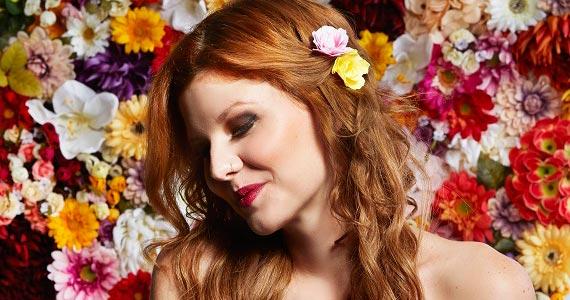 Luiza Meiodavila apresenta seus sucessos no palco do Ao Vivo Music Eventos BaresSP 570x300 imagem