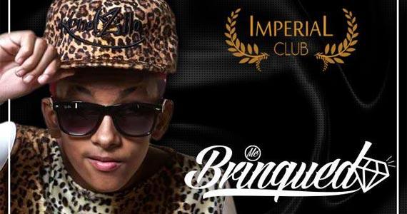 MC Brinquedo toca sucessos do funk agitando a noite da Imperial Club Eventos BaresSP 570x300 imagem