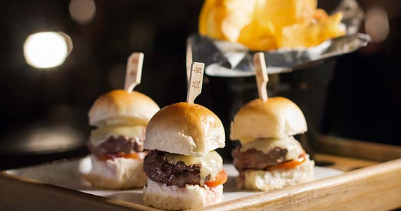 Segunda Edição do Burger Day é destaque do mês de Maio no The Sailor Eventos BaresSP 570x300 imagem