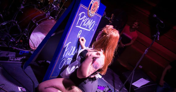 Alini Bosko, banda Mr. Burns e DJs da 89 FM nesta sexta-feira no Ozzie Pub Eventos BaresSP 570x300 imagem