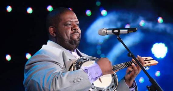 Cantor Péricles se apresenta nesta sexta-feira no palco do Carioca Club Eventos BaresSP 570x300 imagem