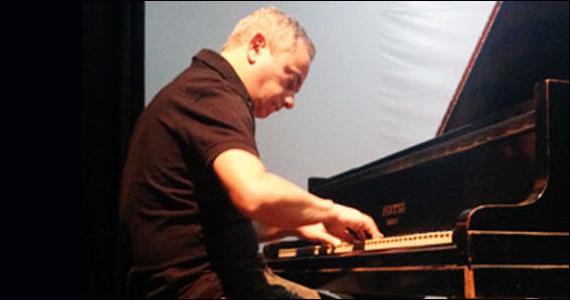 Apresentação de Ricardo Mac Cord no palco do Sesc Consolação Eventos BaresSP 570x300 imagem