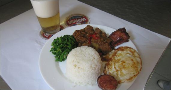 Elidio Bar, localizado na Mooca, oferece para o almoço delicioso picadinho Eventos BaresSP 570x300 imagem