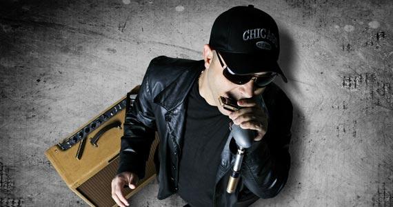 Cantor Robson Fernandes toca muito Blues no palco do Garrafas Bar Eventos BaresSP 570x300 imagem
