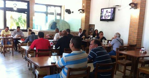 Saint Franz Pizzaria & Grill oferece Rodízio de carnes no almoço e pizzas no jantar Eventos BaresSP 570x300 imagem