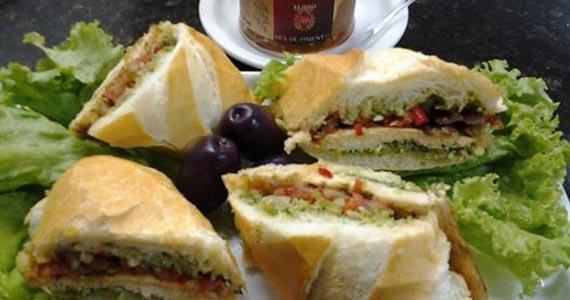 Sanduíche de Frango como sugestão de petisco no Elidio Bar Eventos BaresSP 570x300 imagem