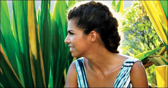 Vanessa da Mata apresenta os sucessos de sua carreira no palco do Via Funchal Eventos BaresSP 570x300 imagem