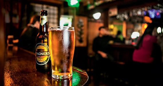 Cervejas holandesas, alemãs e austríacas estrelam happy hour do The Pub Eventos BaresSP 570x300 imagem