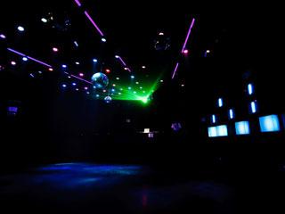 Noite da Cerveja com DJ Tubarão, Zhenna e Daniel Tutunic nas pick-ups do Akbar Lounge e Disco Eventos BaresSP 570x300 imagem