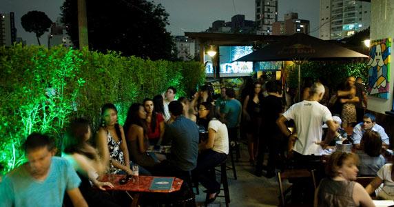 Os Embalos de Sábado à Noite no Akbar Lounge & Disco  Eventos BaresSP 570x300 imagem