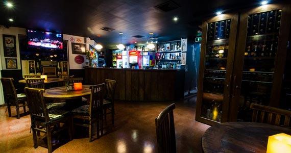 Akbar Lounge & Bar recebe a Noite da Mini Saia nesta sexta-feira Eventos BaresSP 570x300 imagem