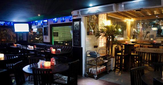 Akbar Lounge & Disco apresenta a Noite da Johnnie Walker com muito agito Eventos BaresSP 570x300 imagem