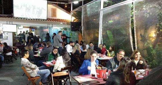 Aldeias oferece happy hour com diversas opções de drinks e rodízio de petiscos Eventos BaresSP 570x300 imagem