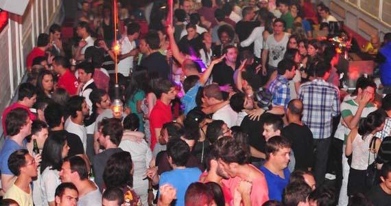 Festa de pop Balaio dedica noite ao cantor Ricky Martin e sorteia ingressos para o show de Lady Gaga Eventos BaresSP 570x300 imagem
