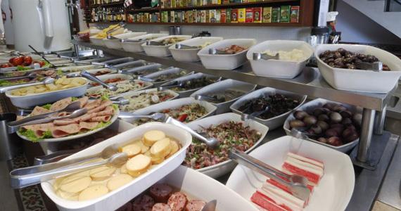 Balcão de acepipes com 120 tipos de petiscos é sucesso no Elidio Bar Eventos BaresSP 570x300 imagem