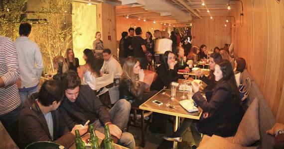 Happy hour animado com muita música e cardápio variado no Bar. Eventos BaresSP 570x300 imagem