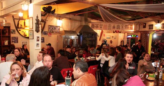 Happy hour no Bar dos Cornos tem seleção de cachaças Eventos BaresSP 570x300 imagem