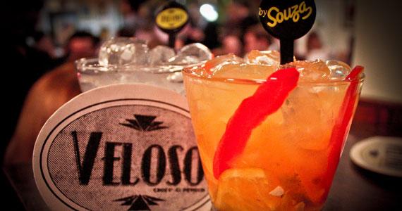 Veloso Bar oferece happy hour com caipirinhas e petiscos de boteco Eventos BaresSP 570x300 imagem