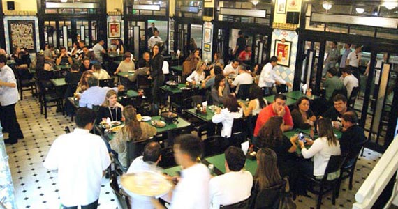 Happy hour descontraído com chope Brahma no Bar do Juarez do Itaim Eventos BaresSP 570x300 imagem